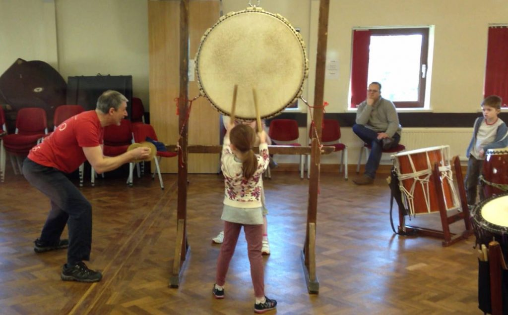 Children-workshop-with-James-Barrow-big-hira-drum